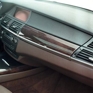 Bamboo veneer in BMW Dashboard