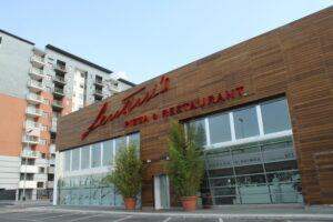 Bambus Fassadenelemente auf Lentini's Pizza & Restaurant