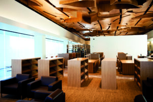 Bamboe plafond en vloer in Bibliotheek New West Hollywood