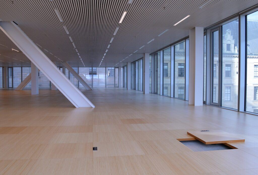 Bamboo elevated flooring in office Timmerhuis Rotterdam