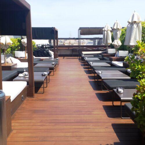 Tarima exterior de bambu isntalada en el Hotel 1898 Rooftop Ramblas Barcelona