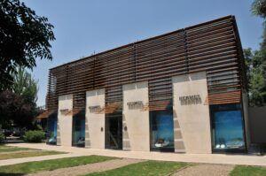 Travetti in bamboo per facciata esterna presso la Boutique Hermès di Santiago del Cile