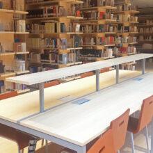 Chapa de bambu aplicada en las estanterias de la Biblioteca Universitaria Central de Trento