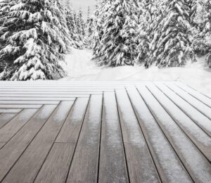 Decking in bamboo innevato