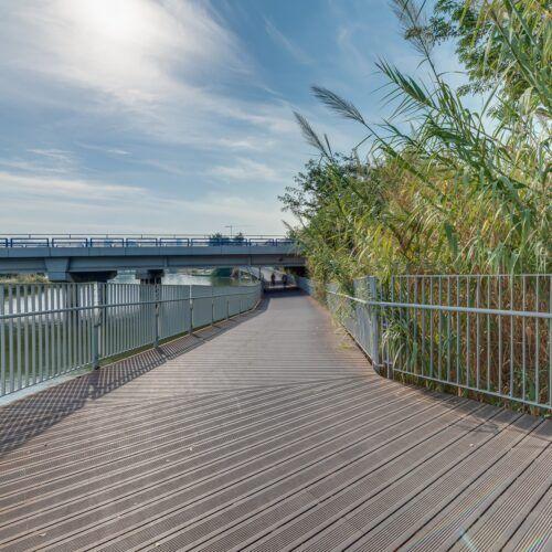 MOSO Bamboo X-treme decking on the Ussishkin Bridge in Tel Aviv