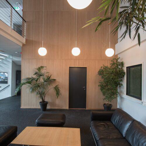 Parede em bamboo numa parede de um escritório em Oslo