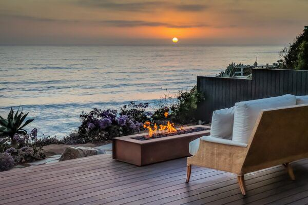 Terrazza in bamboo di una residenza privata a Solana Beach, California