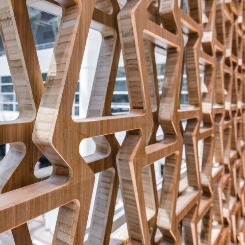 Revestimiento de pared de bambu en el Salón de Lexus en el Aeropuerto de Bruselas