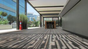 MOSO Bamboo X-treme Decking usato in Majid Al Futtaim Tower