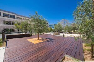 MOSO® decking in bamboo a Unire Business Centre